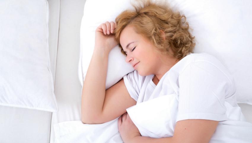 Gesunder Schlaf mit Übergewicht mithilfe des richtigen Bettsystems