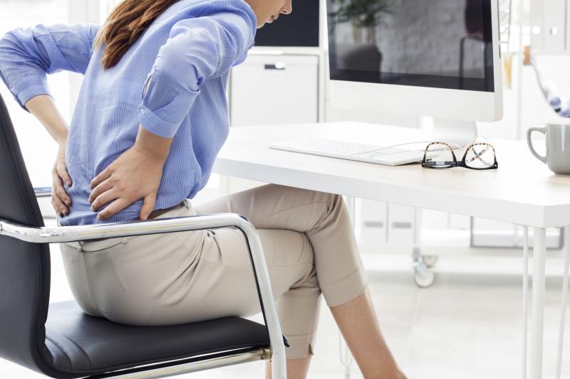 Ueberwiegendes Sitzen kann zu Rueckenproblemen fuehren