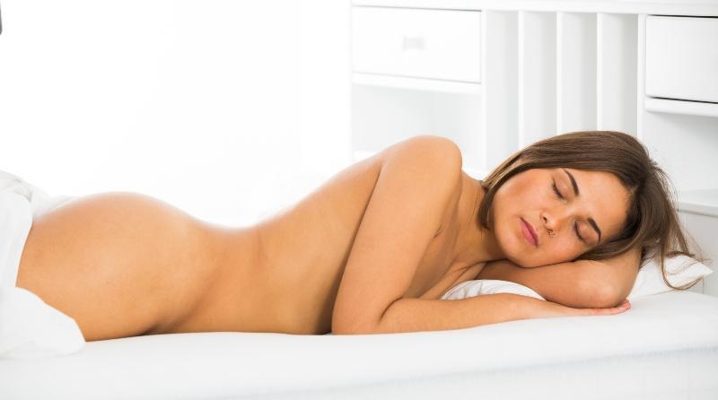 Nackt schlafen ein kontroverses Thema