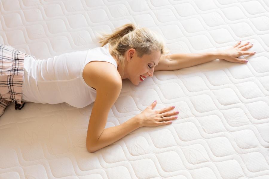 Regelmaessige Reinigung ist wichtig fuer das Schlafklima matratzenbezug-waschen