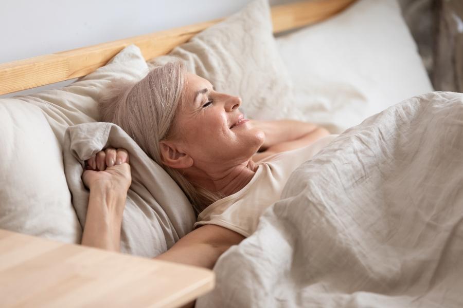 Schlaftipps fuer besseren Schlaf im Alter