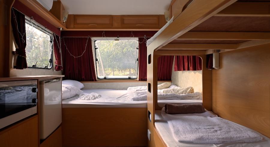 Wohnmobil-Innenraum-matratzen-fuer-wohnwagen-und-wohnmobile