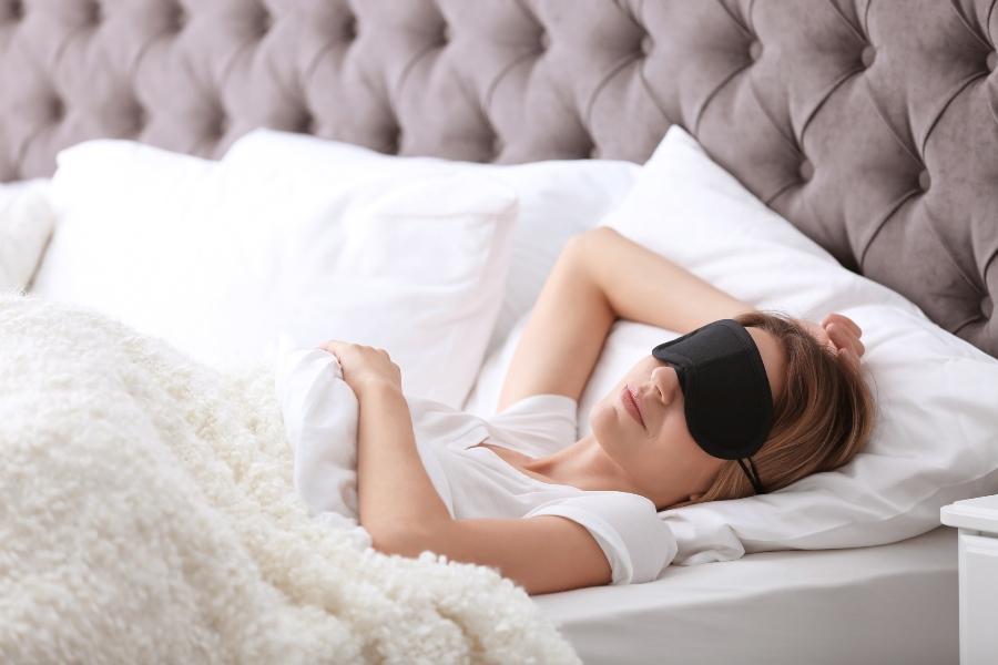 mit-einer-schlafbrille-einfach-jederzeit-gut-schlafen