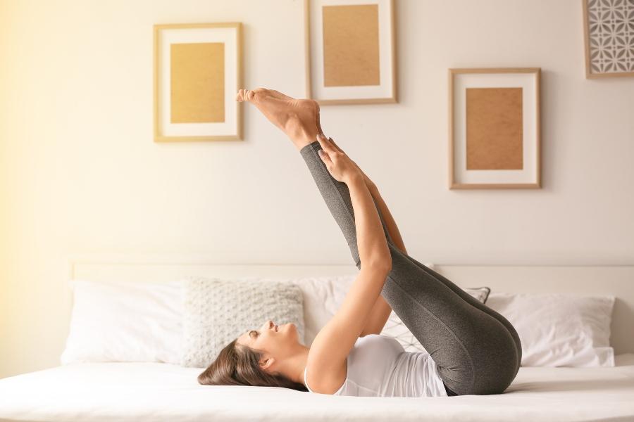Fitness-Übungen im Bett - Betten-ABC® Magazin
