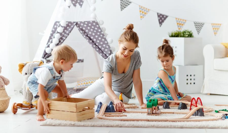 kinderzimmer-mehrzweckschrank-spielzeug
