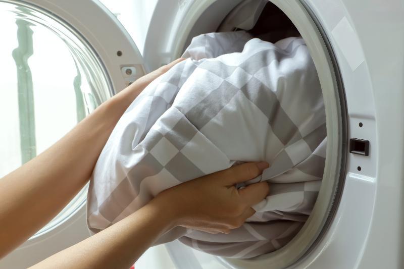 Unter bestimmten Voraussetzungen kein Problem: Daunendecke waschen und trocknen