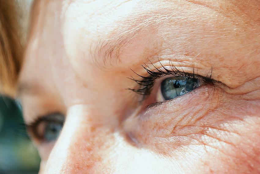 Nachaufnahme Augenpartie einer Frau