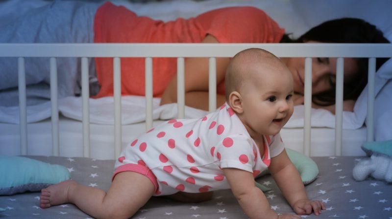 Babybett im Elternschlafzimmer