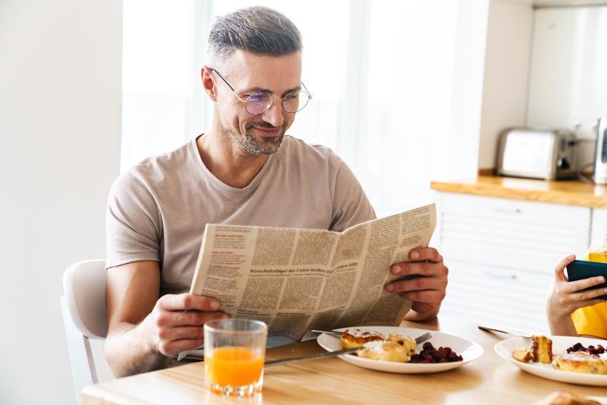 Morgenroutine - Frühstück und lesen