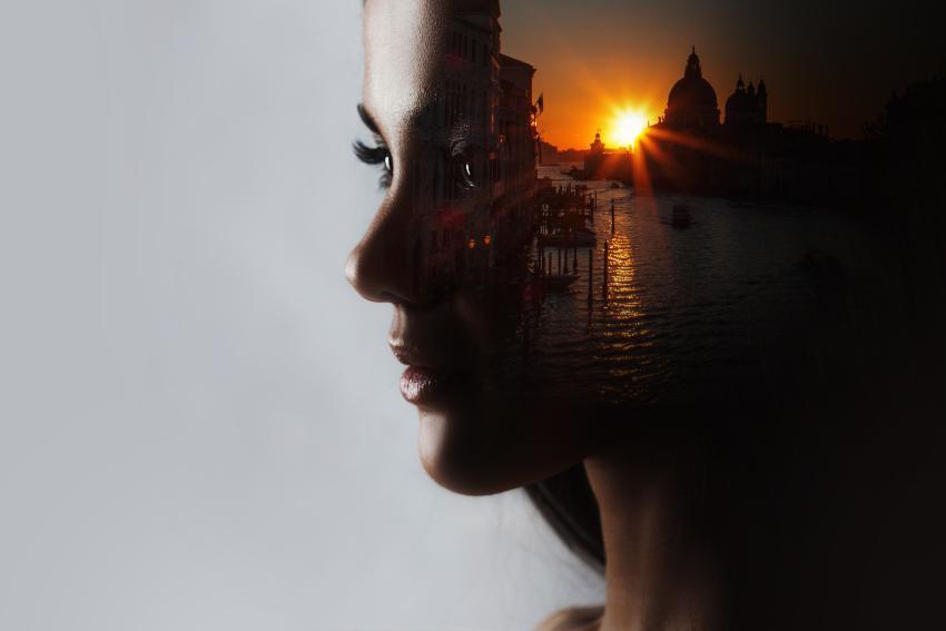Frau, im Kopf ein schöner Sonnenuntergang - Entspannungsübungen vor dem Schlafen