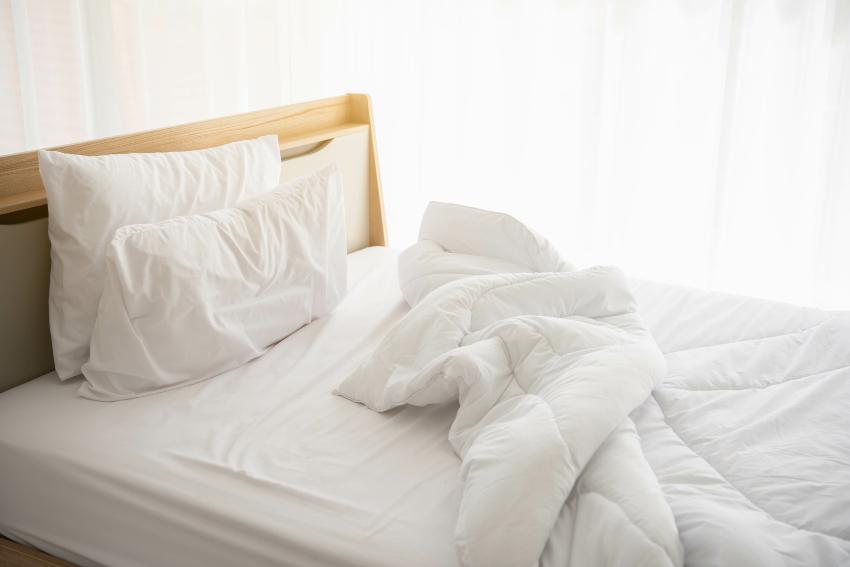 Leeres bett nach dem Aufstehen - Was tun, wenn die Matratze feucht ist?