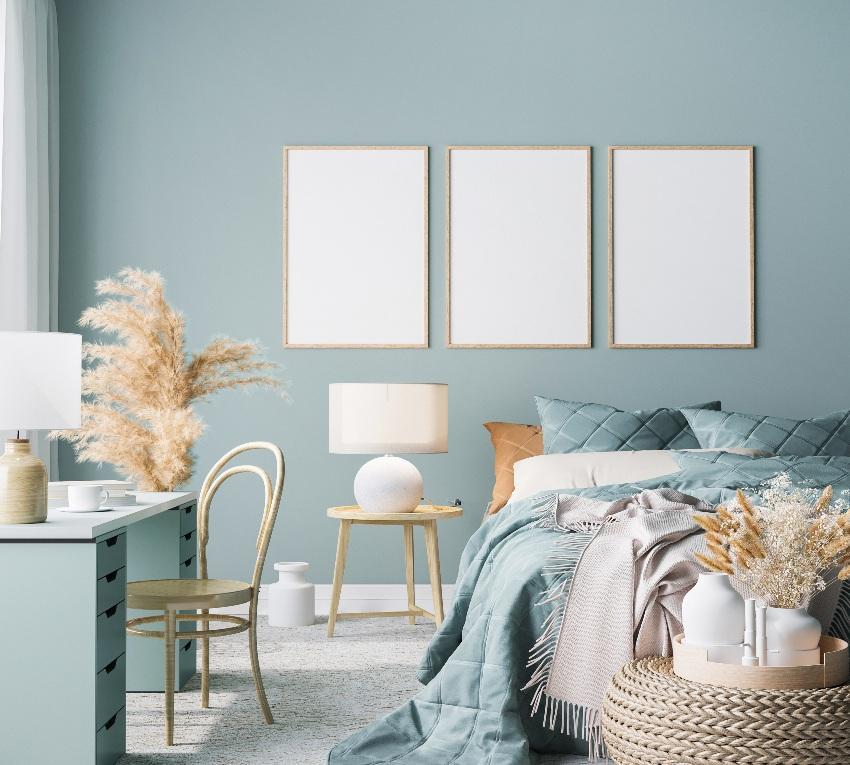 Schlafzimmergestaltung mit Bett und Schreibtisch