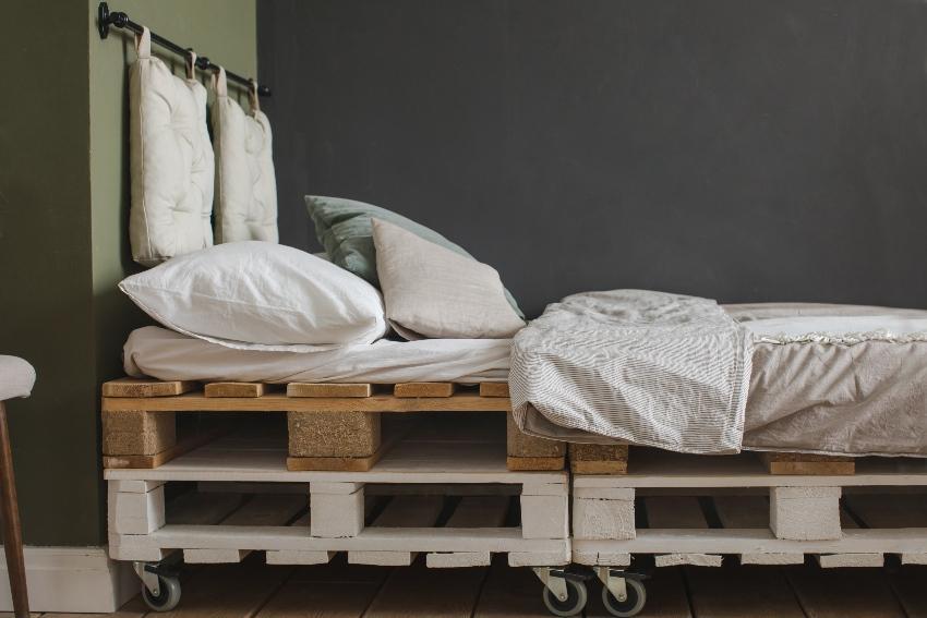 Bett aus Europaletten - Palettenpolster