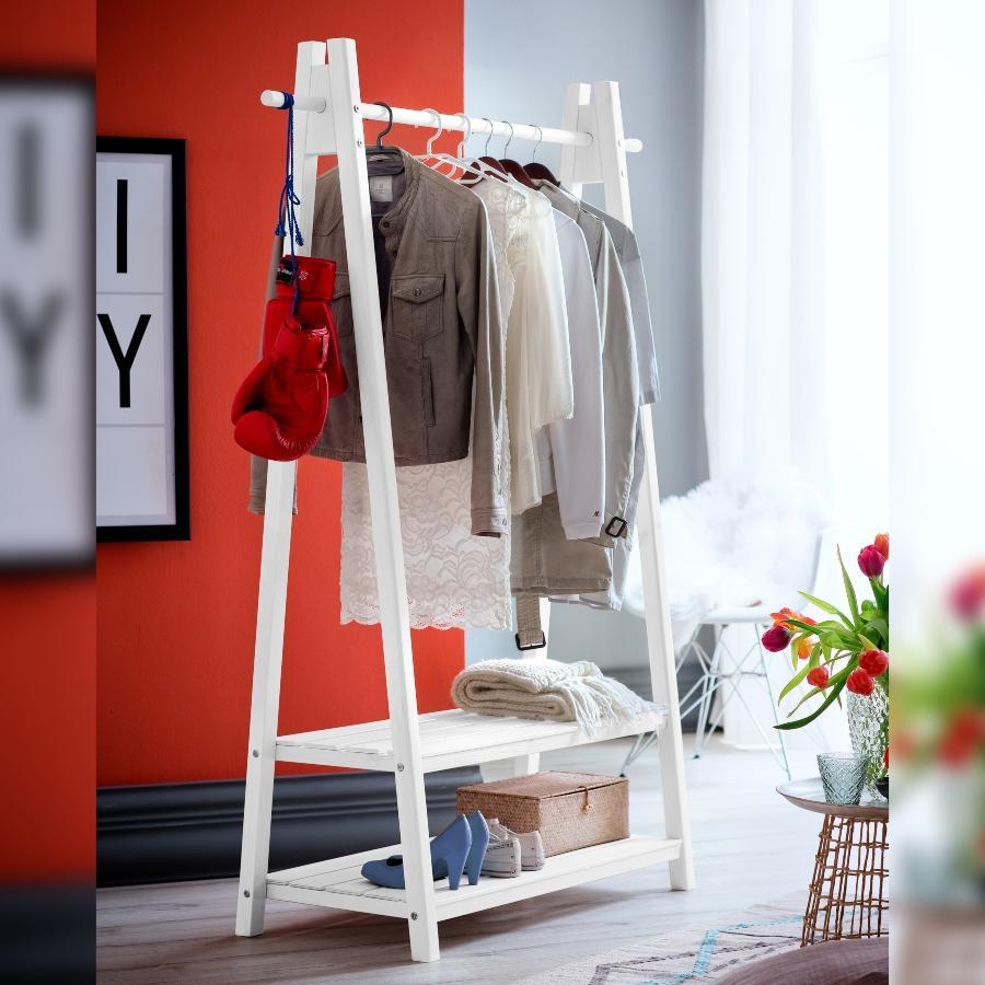 Standgarderobe Skadi im skandinavischen Design mit zwei Ablageboeden und einer Kleiderstange schlafzimmermoebel-skandinavisches-design