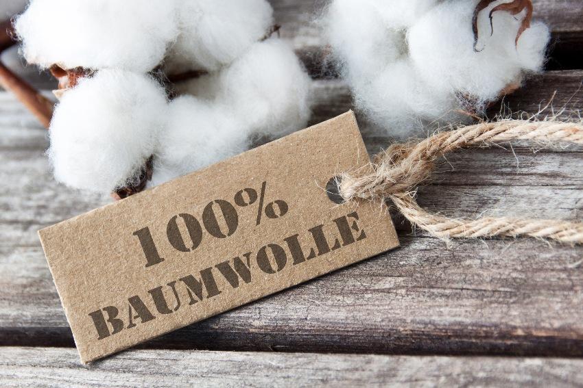 Baumwolle mit einem Pappschild