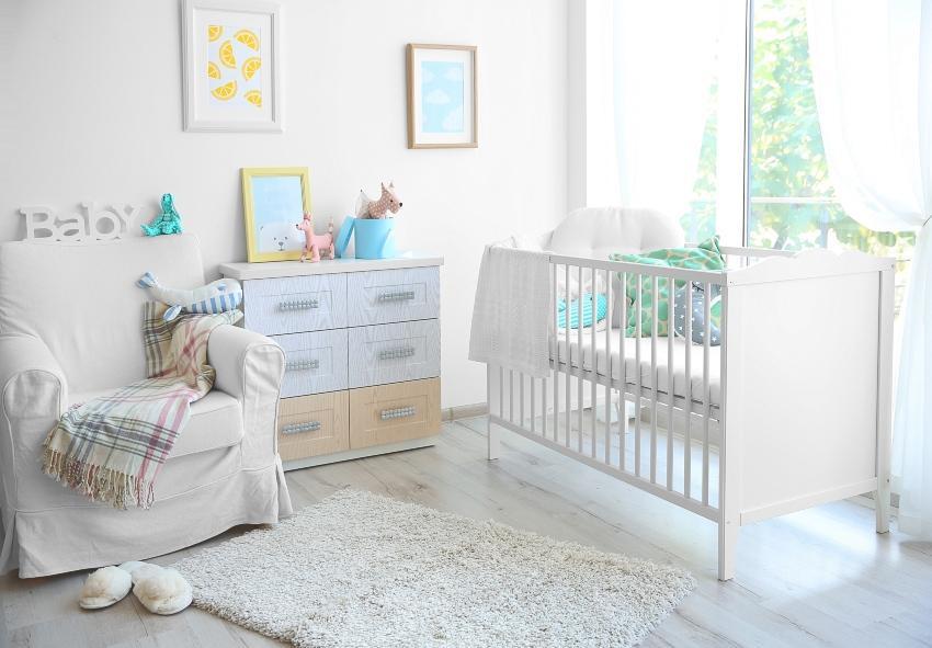 Dezent gestaltetes Babyzimmer