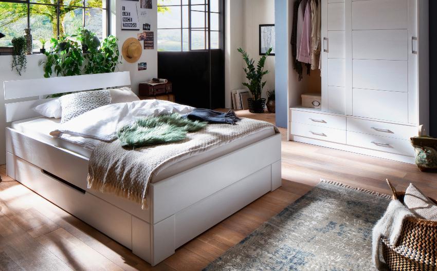 Schiebetürenschrank Skadi aus massivem Fichtenholz mit zwei Türen und vier Schubladen, Weiß lackiert