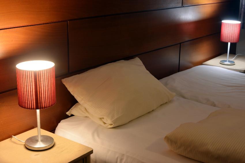 Doppelbett, Hotelatmosphäre - herkömmliche Bettlaken