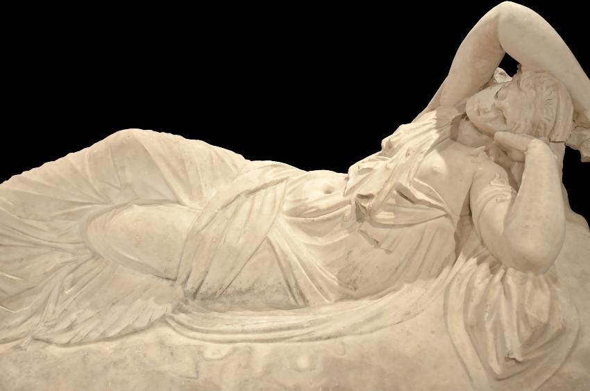 Ariadne schläft - alte griechische Statue - Immunsystem durch gesunden Schlaf stärken