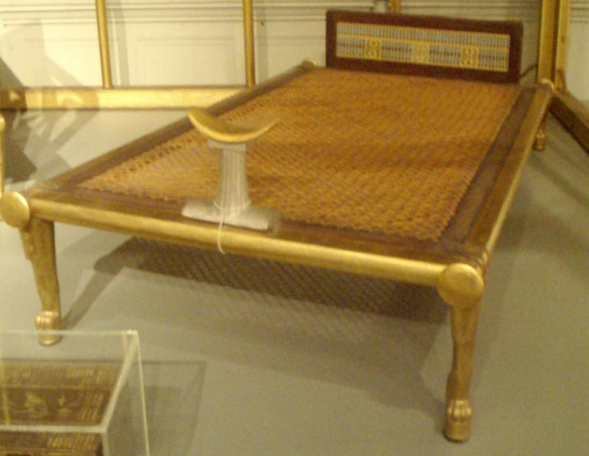Nachbildung eines altägyptischen Bettes, ca. 2575–2528 v. Chr., Museum of Fine Arts, Boston