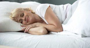 Dame schläft zufrieden